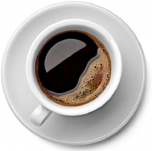 boire du café via un distributeur